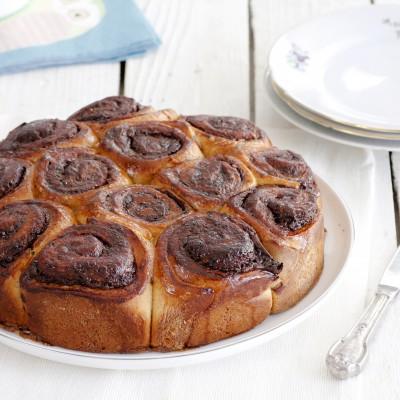 עוגת שושני שמרים במילוי שוקולד וקפה