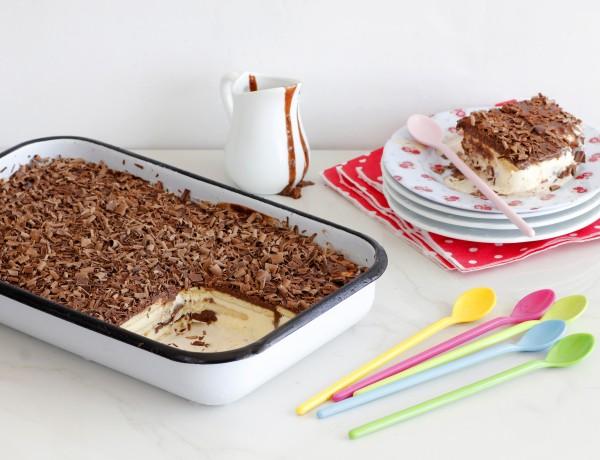 עוגת ביסקוויטים קפואה עם שוקולד וגלידה