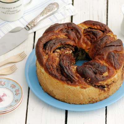 tripe_chocolate_crown_yeast_cake