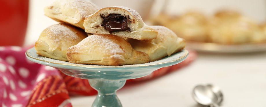 קוביות עוגת שמרים במילוי שוקולד
