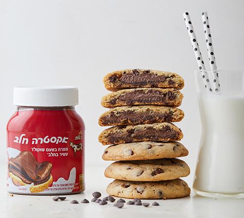 עוגיות שוקולד צ'יפס במילוי ממרח שוקולד חלב אקסטרה
